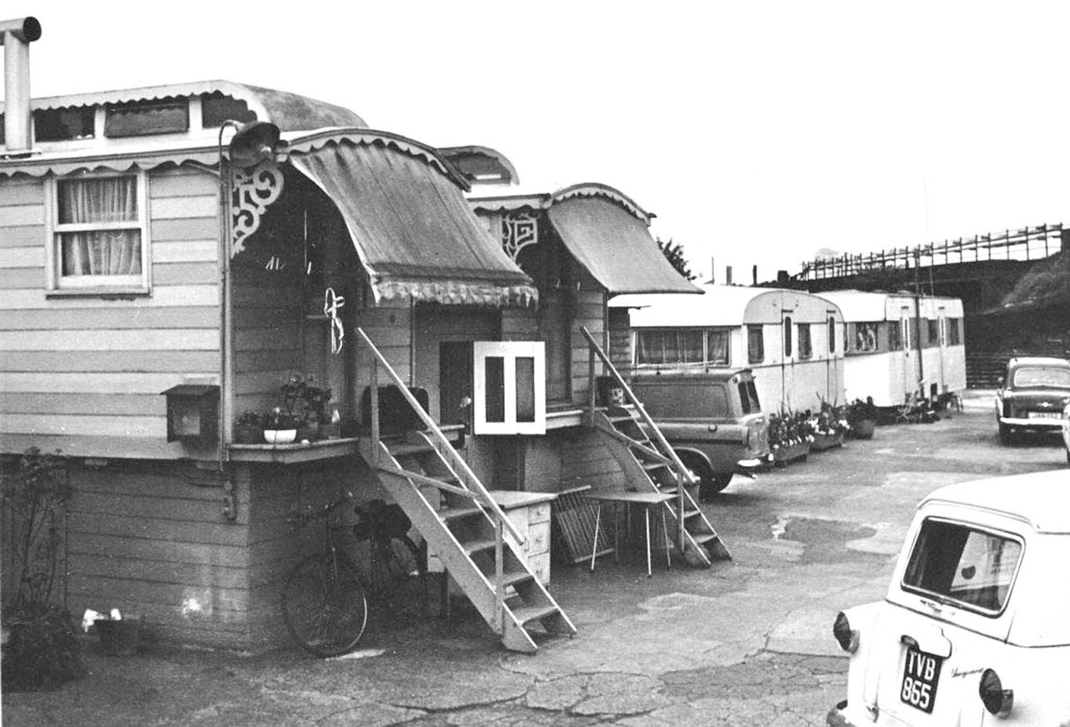 Black and white photo of traveller caravans in Mills' Yard, Battersea